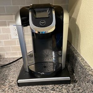 Keurig 2.0 Coffee Maker and K-Cup Holder